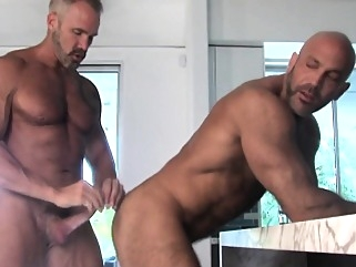 Mature muscly bear jizzes bears (gay) gays (gay) masturbation (gay)