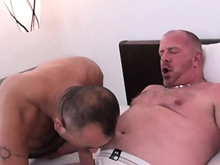 Bare fucked hairy chubby bear ass jizzed bareback (gay) blowjob (gay) cumshot (gay)