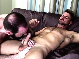 Mature bear slammed doggystyle bareback bears (gay) blowjob (gay) cumshot (gay)